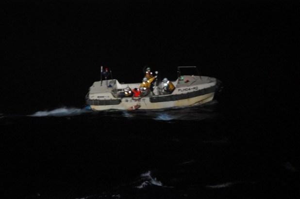 Embarcación con 43 personas y 6 mil vacas se hunde cerca de las costas de Japón