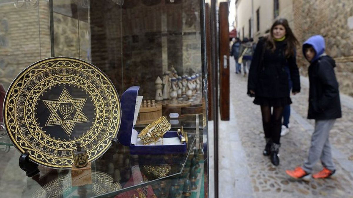 Ladino: el idioma en peligro de extinción al que se quiere dedicar una academia de la RAE