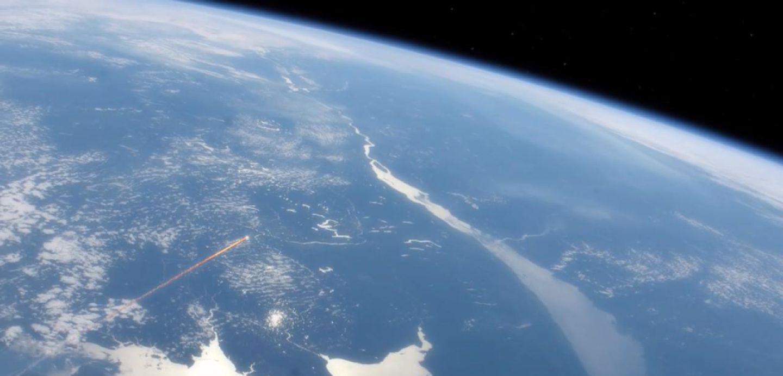 Meteorito Cerca De La Tierra