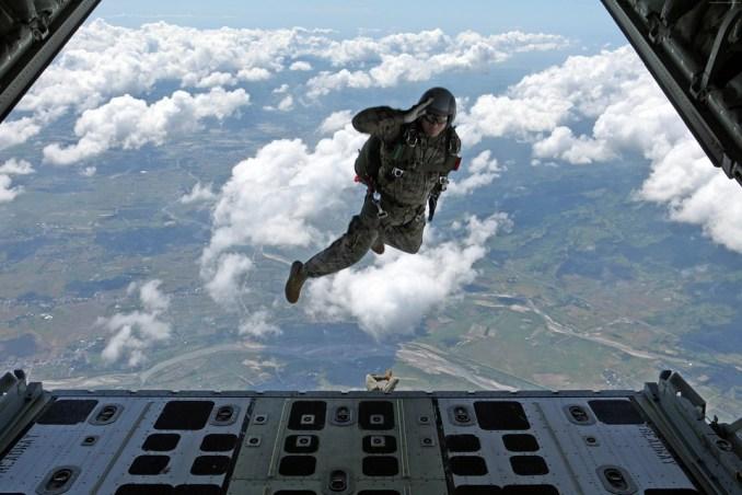 Les parachutistes de Tarbes fêtent la Saint Michel