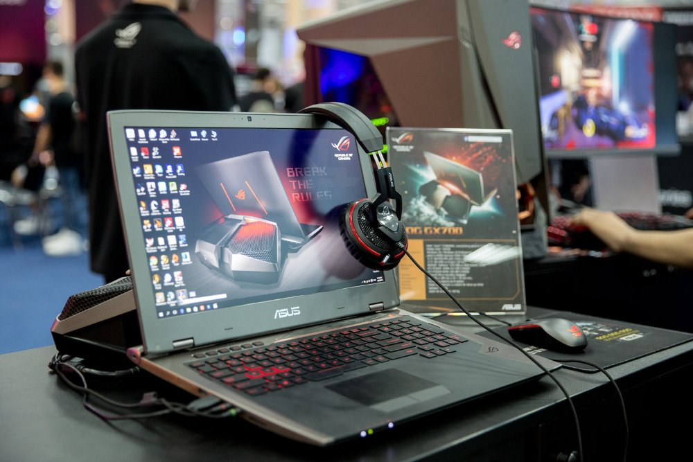 ASUS ROG GX700 la East European Comic Con 2016