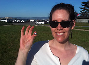 Kelly lost her silver ring with diamonds in San Francisco