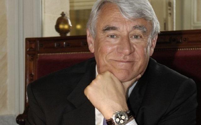 Claude Goasguen, député maire du XVIe arrondissement de Paris, le 28 avril 2008. (Crédit : Brunetti Ava/CC-BY-SA-3.0)