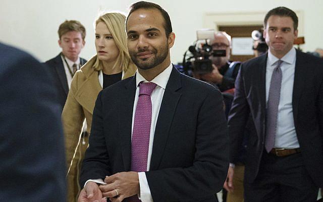 George Papadopoulos, ancien conseiller de campagne de Trump à l'origine de l'enquête sur la Russie, lors de sa première apparition devant les enquêteurs du congrès au Capitole, à Washington, le 25 octobre 2018 (Crédit : AP Photo/Carolyn Kaster)