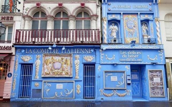 La façade de la Comédie italienne, dans le 14earrondissement de Paris, en novembre 2016.(Crédit : Guilhem Vellut/Wikimedia Commons)