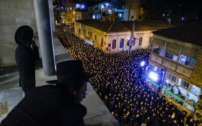Deuxième grand enterrement d'un rabbin ultra-orthodoxe, malgré le  confinement | The Times of Israël