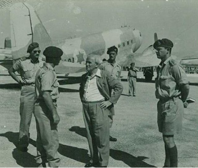 Derek Bowden1st Commander Of The Paratrooper School Behind Ben Gurion Far Right Haim Laskovhead Of Training Command Of Army At Tel Nof Air Base