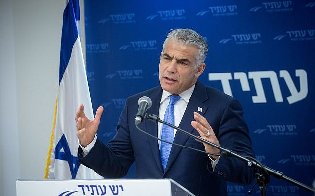 Yesh Atid chairman Yair Lapid leads a faction meeting at the Knesset, January 29, 2018. (Miriam Alster/Flash90)