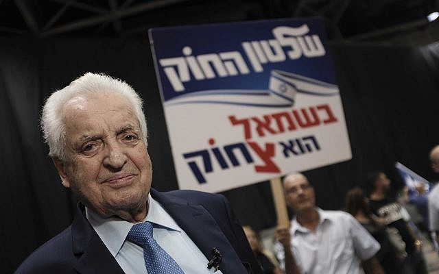 Shmuel Flatto-Sharon at a rally in support of Prime Minister Benjamin Netanyahu on August 9, 2017. (Tomer Neuberg/Flash90)