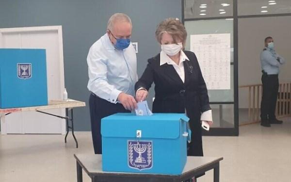 Yisrael Beytenu party leader Avigdor Liberman (L) casting his ballot in Nokdim on March 23, 2021. (Yisrael Beytenu/courtesy)