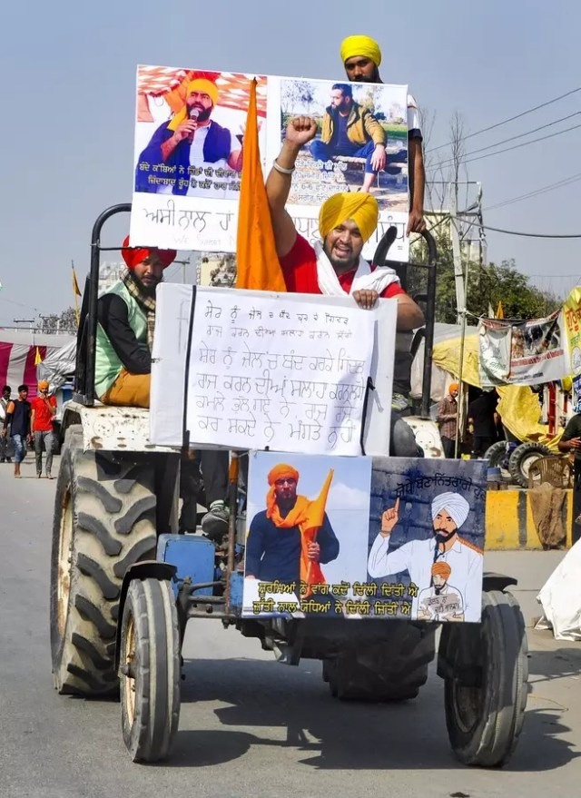 Sonipat: Supporters move towards the Singhu border to take part in farmers' prot...