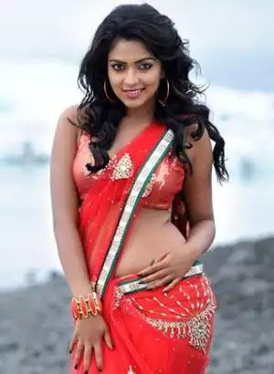 Actresses look hot and sexy in sarees