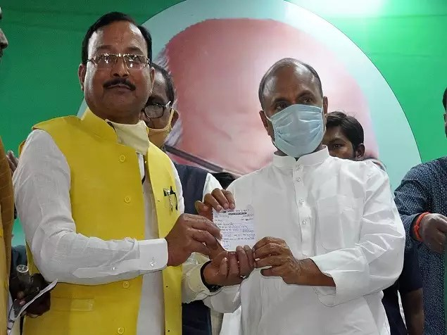 LJP receives major jolt in Bihar as 200 leaders and workers join ruling JD(U) | India News - Times of India