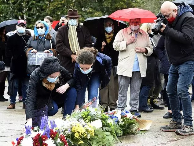 78735459 Shocked France rallies in solidarity after beheading of teacher