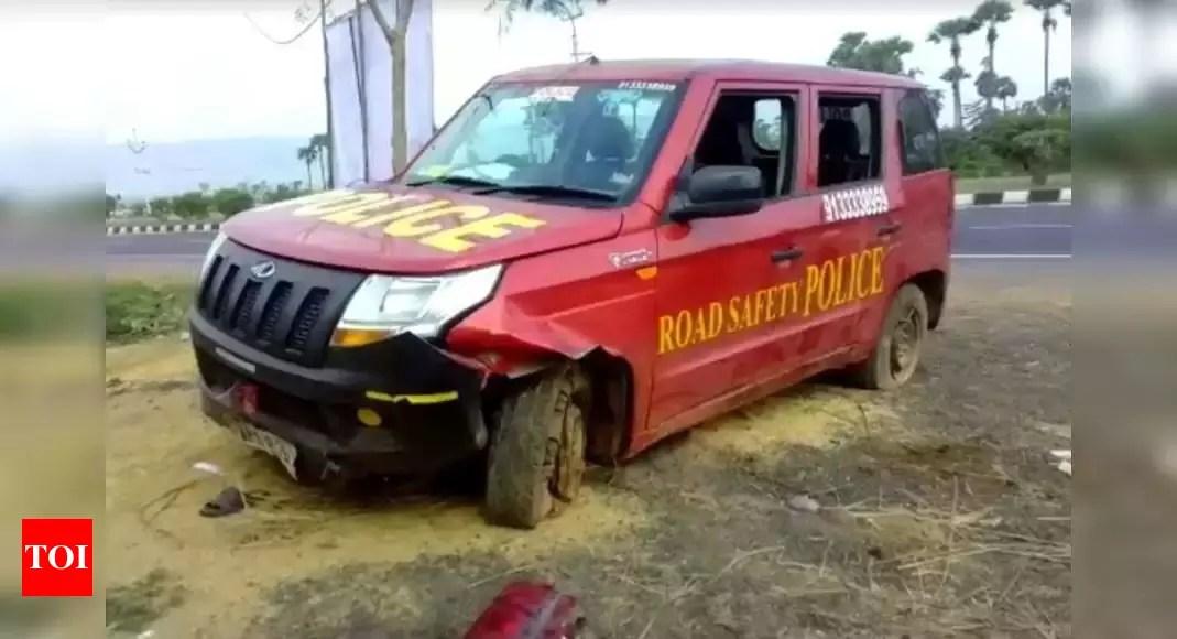 Amaravathi Police Petroling Car Stolen-Telugu WorldWonders