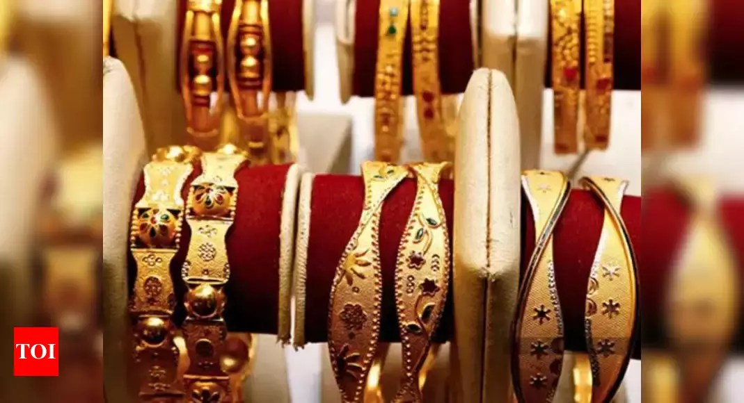 Gold dealers offer big discounts as virus fears stifle demand – Times of India