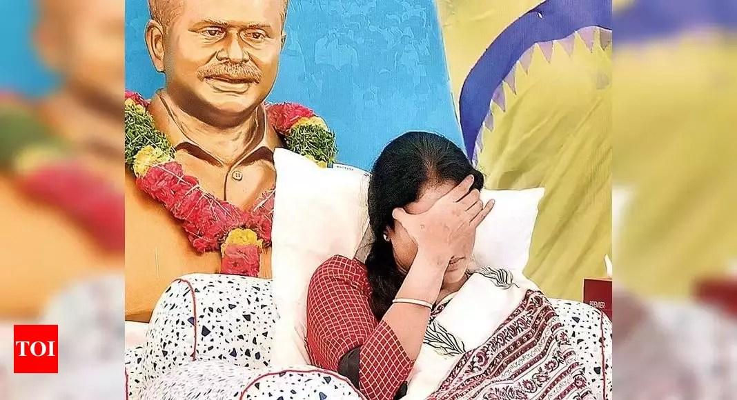 YS Sharmila Sugar Levels Low And Lost Two Kilos