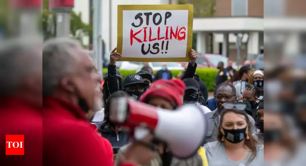 Black man's death fuels debate over police shooting at cars – Times of India