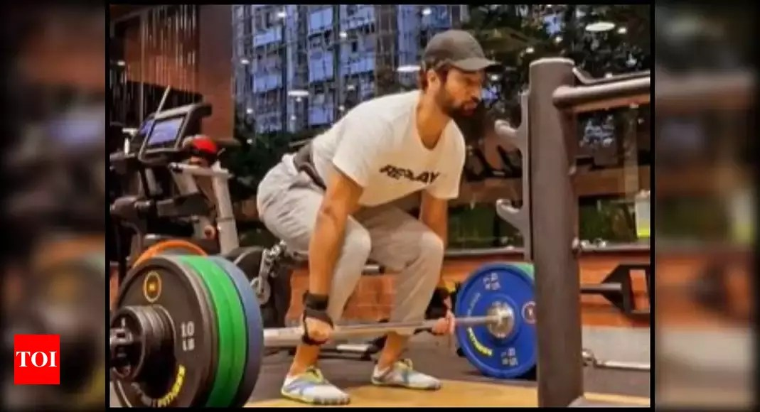 Watch: Vicky Kaushal hits 'new personal best' with deadlift after slow post-covid recovery;  Tiger Shroff says 'What a lift brother'    Hindi movie news