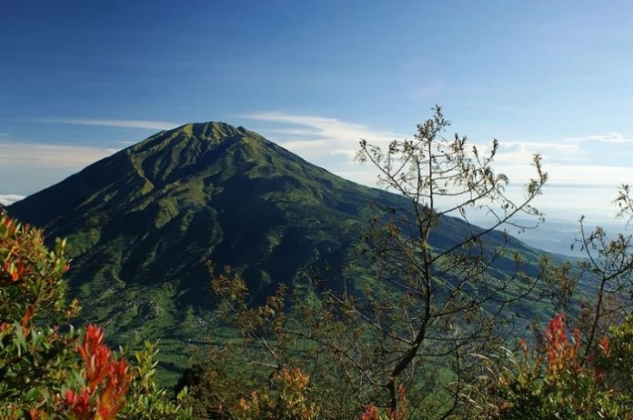10 Mountains To Climb In Indonesia With The Most Stunning Views
