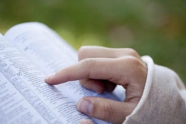 Necessidade de acompanhar a leitura com os dedos