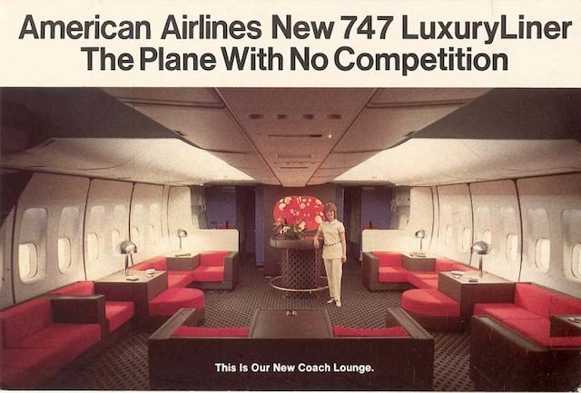 Lounge de um 747 da America Airlines. Lembra o interior de uma nave de Star Wars, não?!