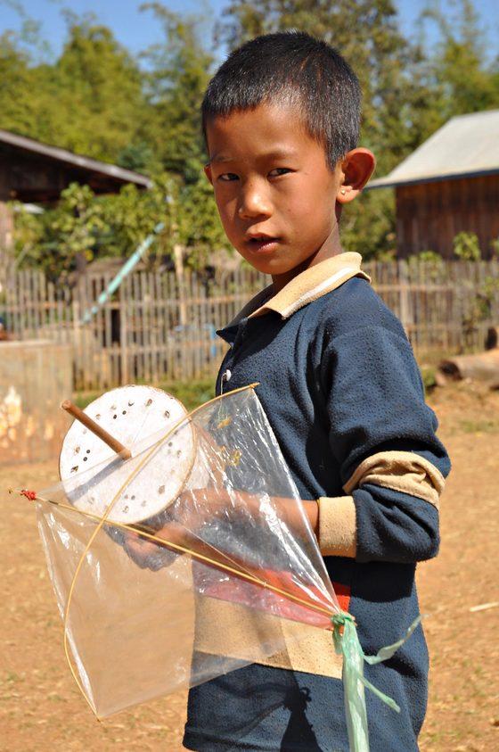 Myanmar - Bambino con aquilone