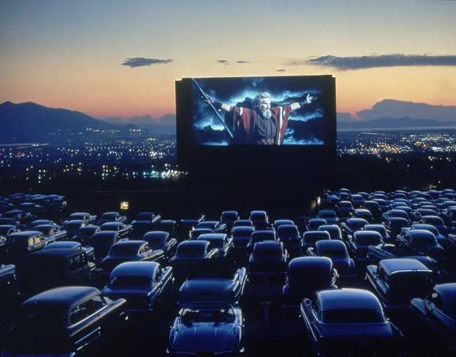 Photo d'un drive in, théâtre privilégié des Teen Horror Movies