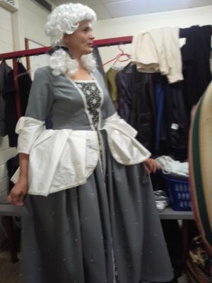 graues-Kleid