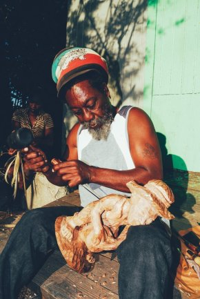 Wood carver in Andros, © Bahamas Ministry of Tourism