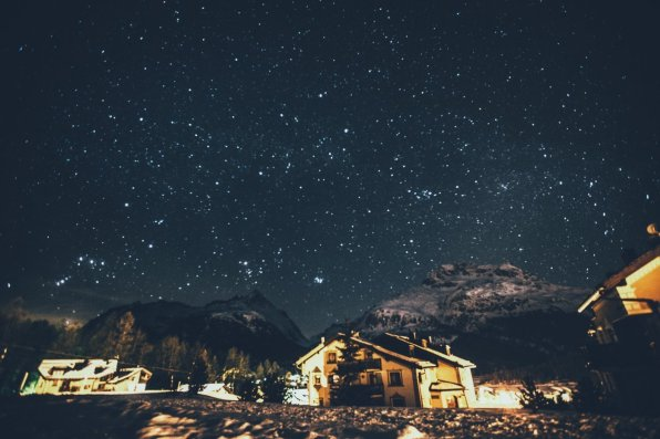 Sternklare Nacht vor dem Nira Alpina