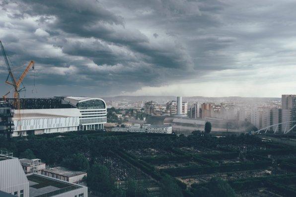 Paris, La Défense, es stürmt