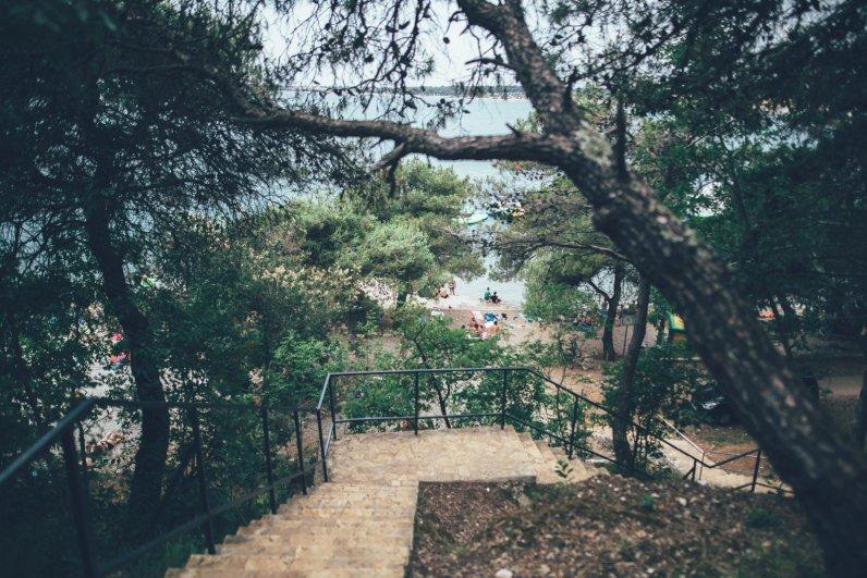 Der Weg zum Meer beim Campingplatz Lanterna in Istrien