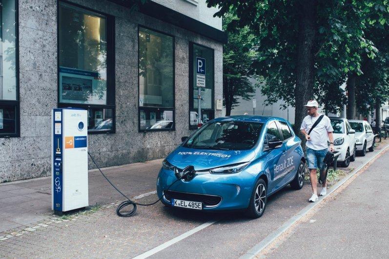 Renault ZOE am Strom tanken