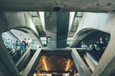 Park der Nationen, Bahnhof Oriente