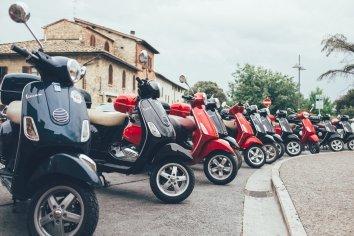Unsere Vespas in San Gimignano