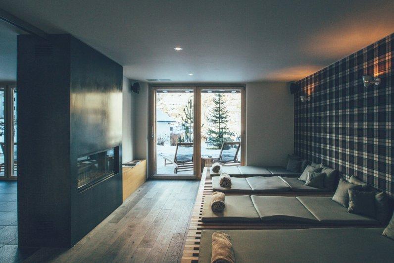 CERVO Spa Indoor Liegen