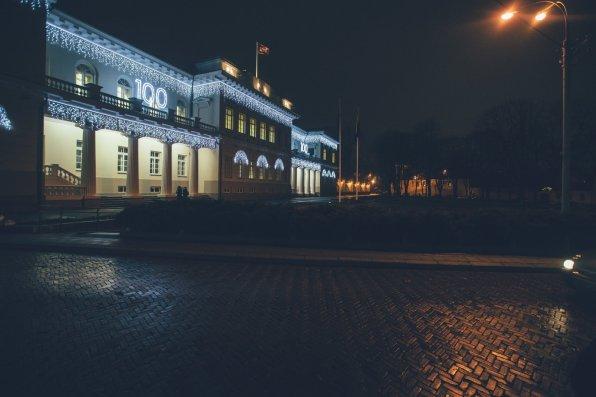 Der Präsidenten Palast zum 100jährigen bestehen der Republik Litauens beleuchtet