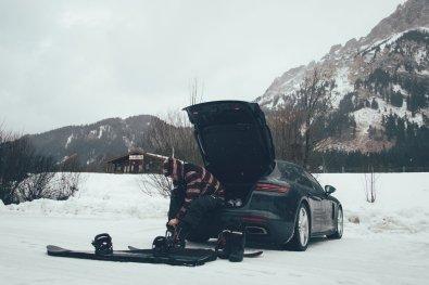 Der Porsche Panamera Sport Turismo E-Hybrid erwies sich uns als geräumiger Wintersportler