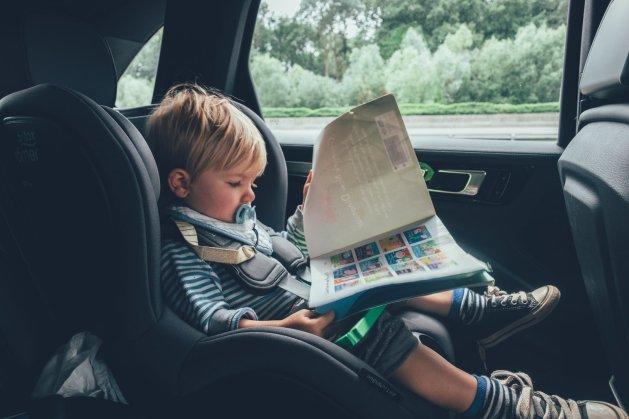 Unterhaltung im Auto - lange Autofahrten mit kleinen Passagieren