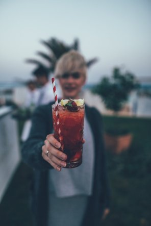 Mia mit Cocktail