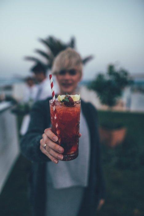 Mia mit Cocktail
