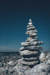Steinpyramiden an der Küste von Fårö