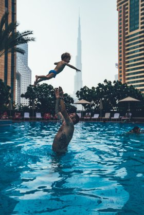 Thies und Neon genießen die Pause im Shangri-La Dubai