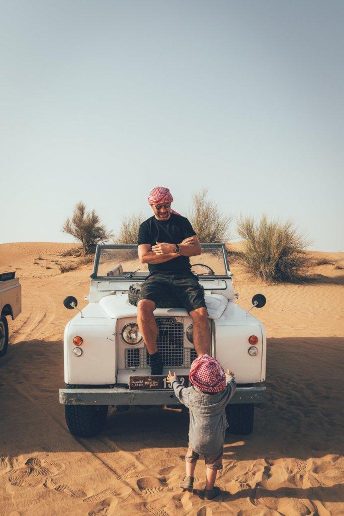 Thies und Neon in der Wüste Dubai