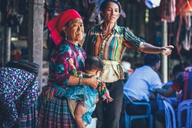 Jung bis Alt trifft sich auf dem Coc Ly Markt