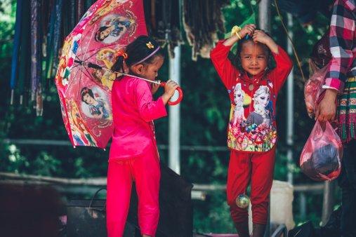 Kids auf dem Jung bis Alt trifft sich auf dem Coc Ly Markt