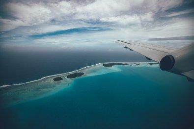 Anflug über der Lagune vor Aitutaki