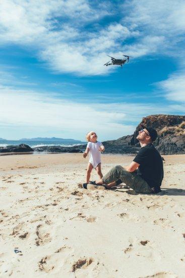 Thies und Neon beim Drohne-fliegen in Tasmanien