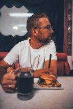 Hamburger im Mr. D'z Route 66 Diner